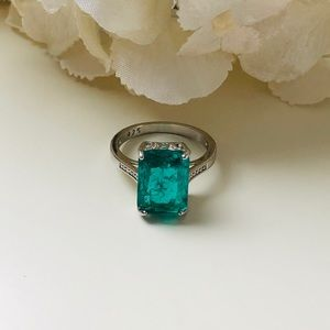 Jewelry - Silver Plated Colombian Emerald Green Ring